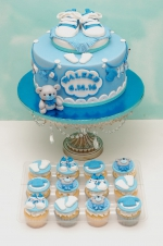 Baby_boy_sneakers_cake