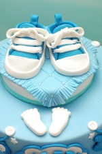 Baby_boy_sneakers_cake_1