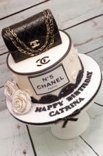 Chanel_black_and_white_Cake
