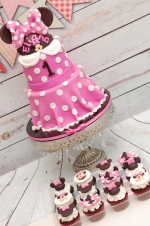 Minnie_mouse_first_bday_cake