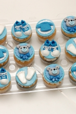 Baby_boy_sneakers_cupcakes
