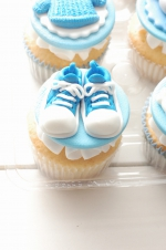 Baby_boy_sneakers_cupcakes_1
