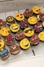 Emojie_cupcakes