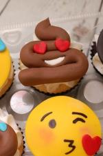 Emojie_cupcakes_2