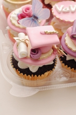 Graduation_pink_and_purple_cupcakes_1