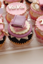 Graduation_pink_and_purple_cupcakes_2