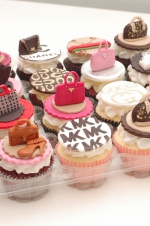 Handbags_and_shoes_cupcakes_1