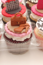 Handbags_and_shoes_cupcakes_2