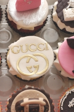 Handbags_and_shoes_cupcakes_3