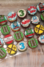 Thomas_the_train_cupcakes