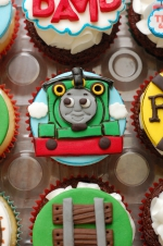 Thomas_the_train_cupcakes_3