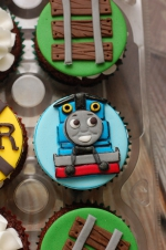 Thomas_the_train_cupcakes_4