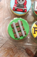 Thomas_the_train_cupcakes_5