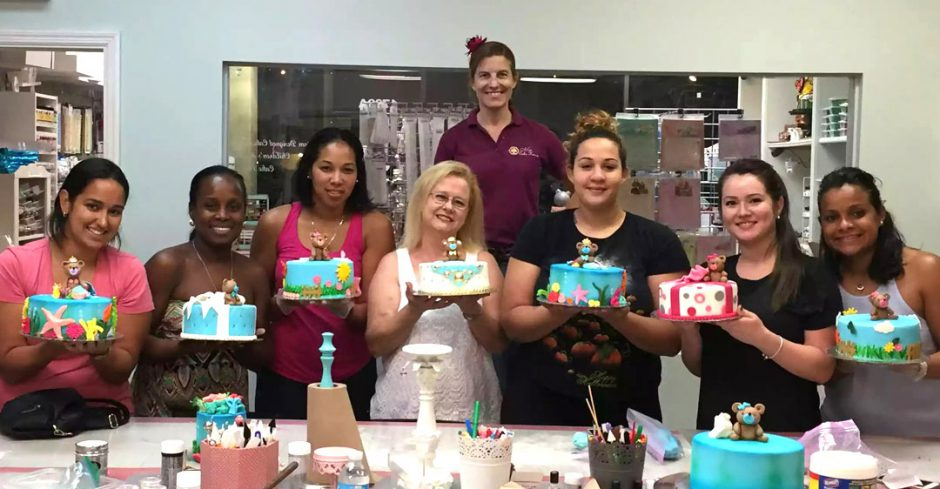 Mon & Tue 5pm-7pm / 8pm: CAKES AND FONDANT FUNDAMENTALS